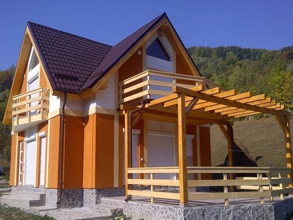 Case pe structura din lemn
