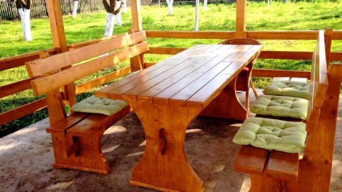 Masa si banci din lemn