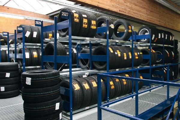 Rafturi metalice pentru depozitare anvelope